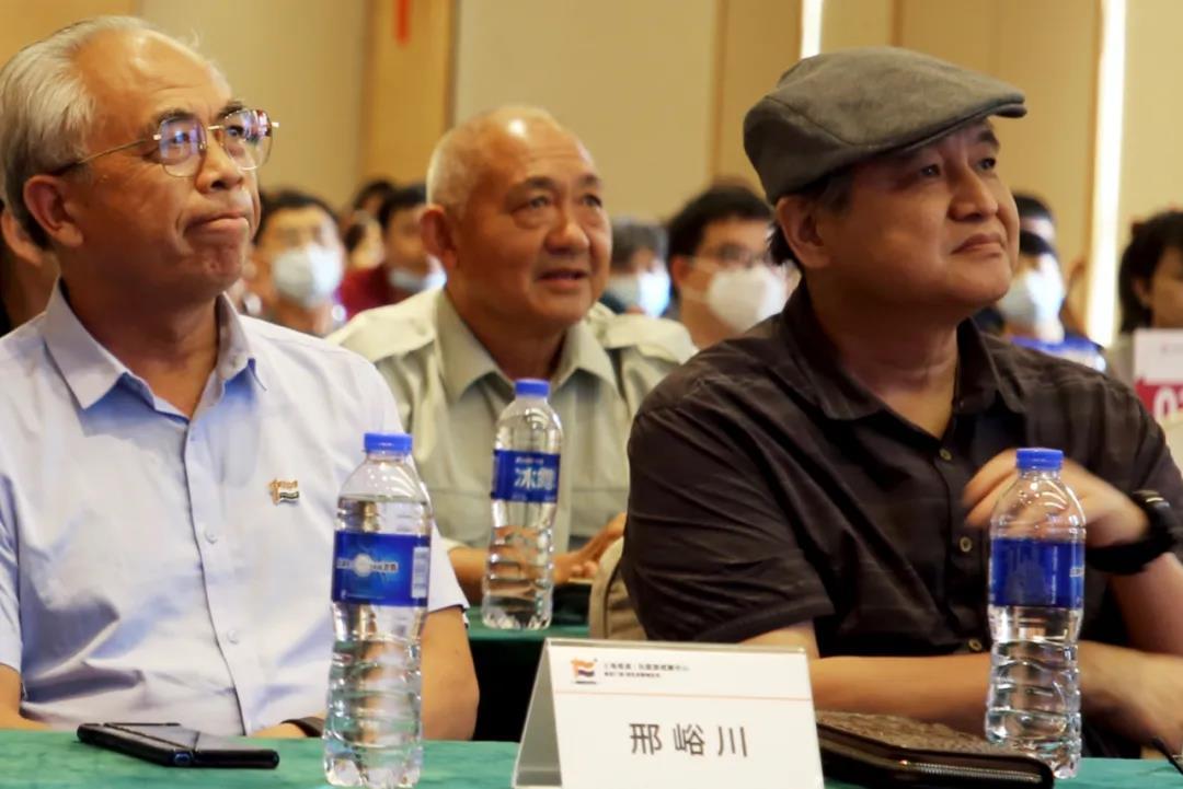 左 邢峪川  中国易经大师  右 佀明亮   中国书法协会会员
